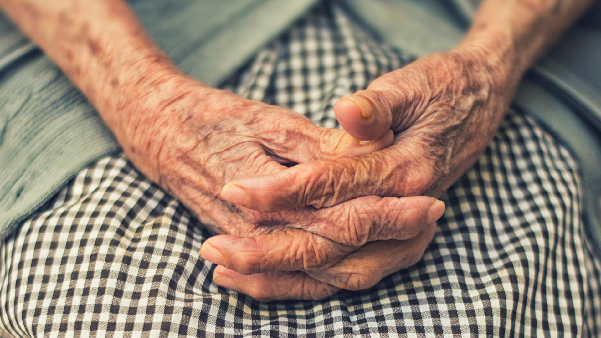 Mani di una signora ultracentenaria